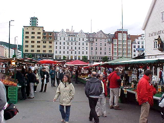 Back from the massage saloon to the apartment, passing the fish market.