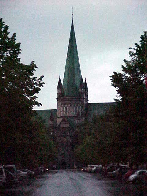 When the night set in I walked around and saw the Trondheim Cathedral. It is said that the face of Bob Dylan can be seen on one of the angels on top of the cathedral...