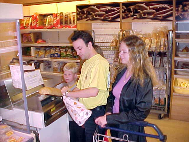 Ruben and Ann Torild at the bread cut machine in the supermarket.