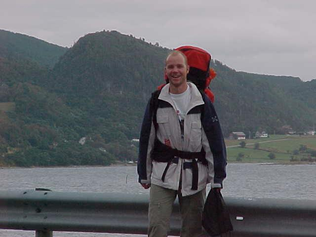 That is me waiting for the bus to take me from Ellingsøy island back to the Ålesund town centre. Sponsored by Taco and Cecile.