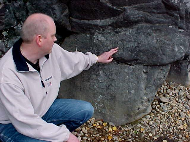 He shows me stone carvings that are not ancient, but made probably a few years ago by an amateur Stone Age fisherman...