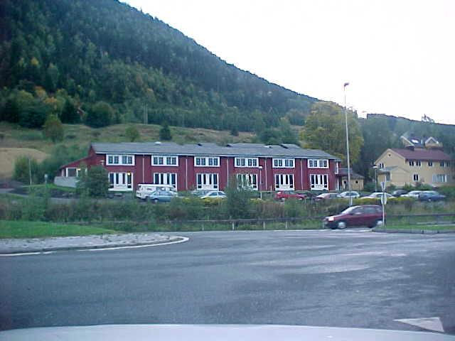 On the road to Lillehammer again, I saw some remainings of the Olympic city: these houses have moved here and are now accomodations for students.