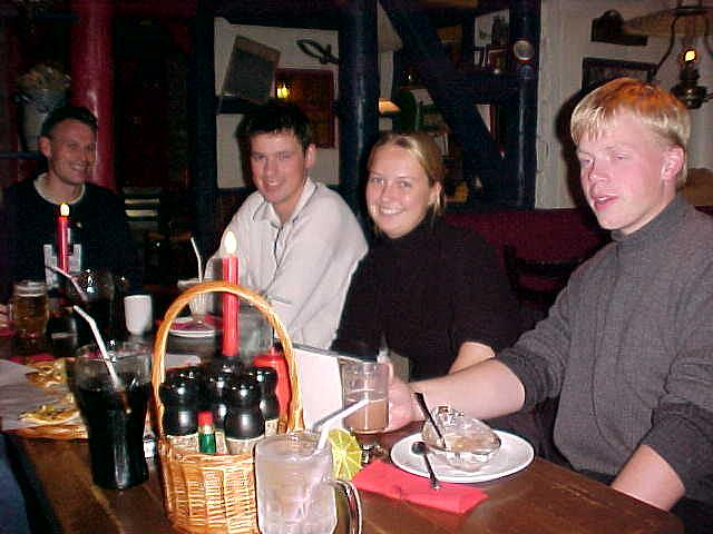 Hans (at the left), Trond, Annegro and Hallvar at the table in Peppes Pizza.