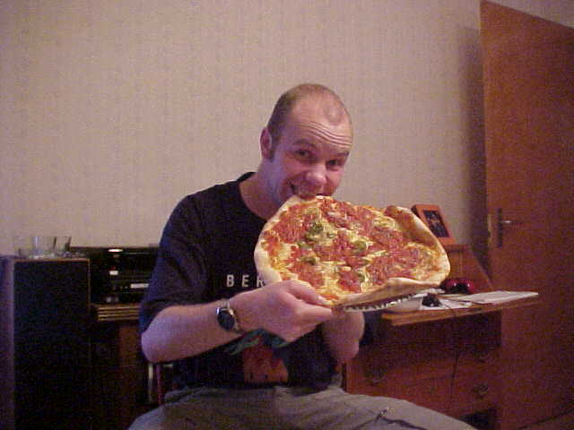 And we did not make it to the Thai restaurant on time, so Patric got us pizza. I decided also to take only one...
