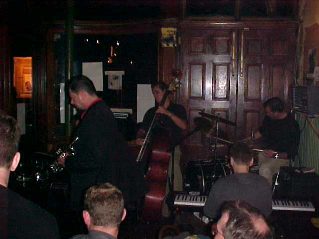 We ended this night in a pub just down the street, Kings Head, where a great jazz band was playing southwestern American blues. I do not often hear such a great performance. My feet almost elevated off the floor while drinking my favourite beer: Guinness.
