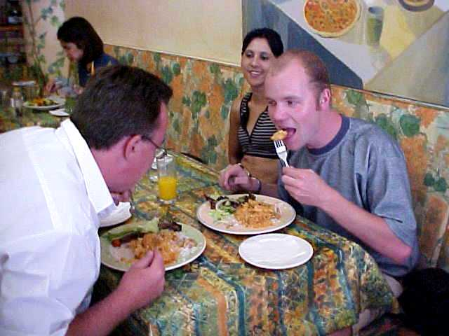 At the popular lunchroom Trisha<#k#><#k#><#k#><#k#><#k#><#k#><#k#>'s, Ludo treated me on a chicken curry lunch.