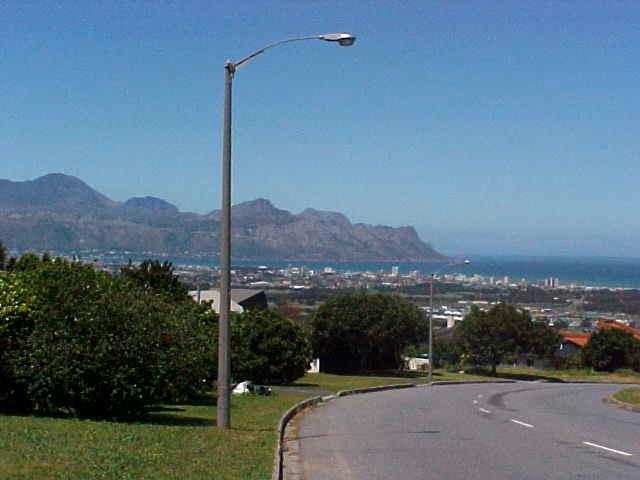 From Somerset West I could look straight down on the towns Strand and Gordons Bay.