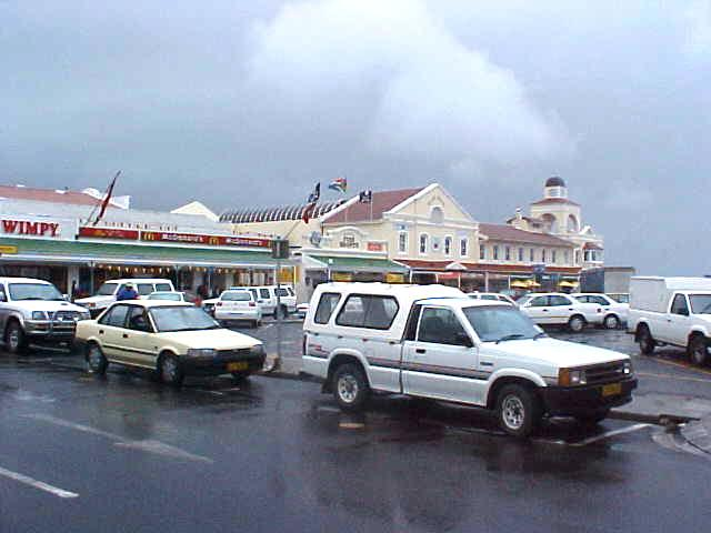 Hermanus is a little fishing village, though growing very much in size. The main street was already dotted with fast food chains. A pity that it was showering a little.