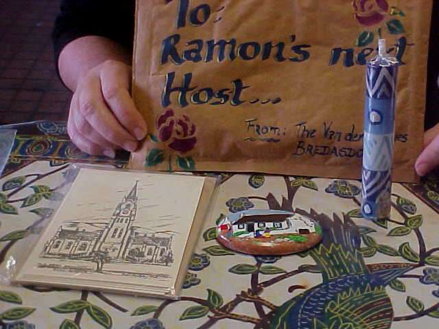 And Wendy was very thankful for the historic cards of Bredasdorp, the handpainted kitchen-magnet and the Kapula Candle.
