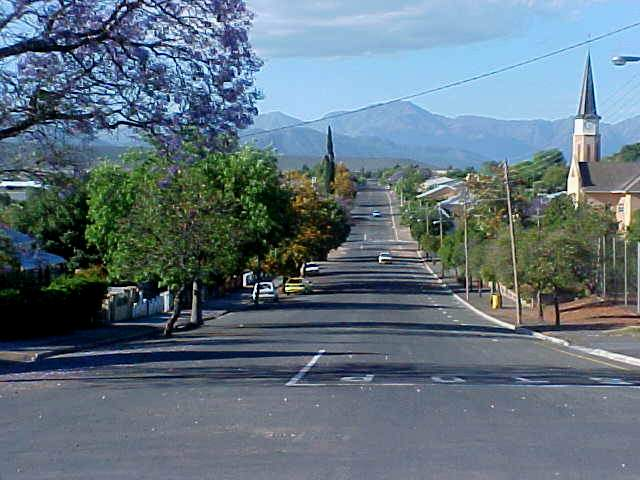 Quiet back streets of Oudtshoorn. On my way to the hostel again.