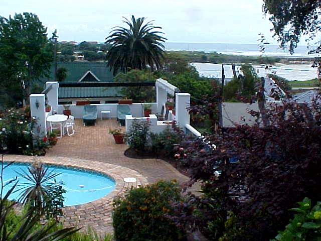 ...with an excellent view onto the Lagoon and the beachline.