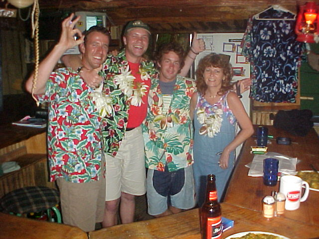 And after dinner there was a little Hawaiian party. Bob Marley was playing out loud on the garden speaker system and the cold ones got connected with the body.