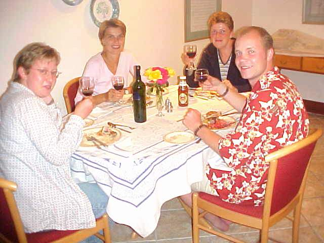 Ending up with the bbq-dinner in the diningroom, companied by three charming ladies from Germany.