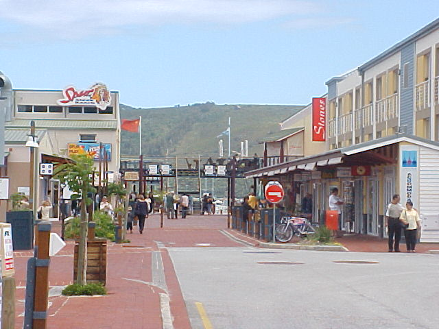 Before I would leave Knysna I walked around the town some more and ended up at the touristic harbour.