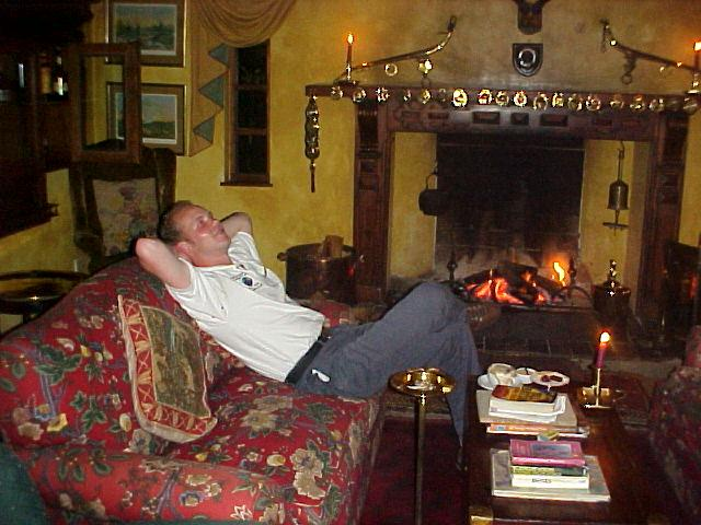 After dinner I had a pleasant stay in the lounging room, chatting with some British, drinking some liqueurs, read some things at the loft library, etcetera...
