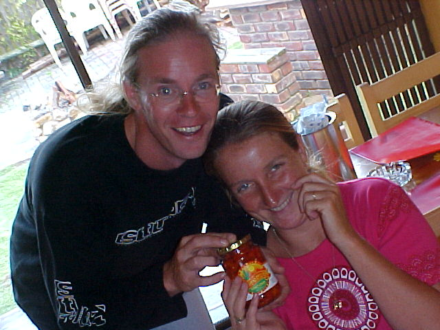 Before leaving Mirjam and Leslie, I handed them the letmestayforaday-gift that I passed on from Charles and Nick at the Overlanders Lodge: Another jar of HOT chili!