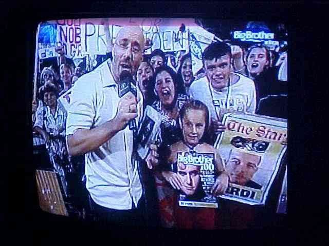 With the reruns of Sundaynights eviction night on Big Brother television, Dyllan told me with pride how his father was sitting in the audience. Yeah sure, Luis had not told me a word about that. Where?