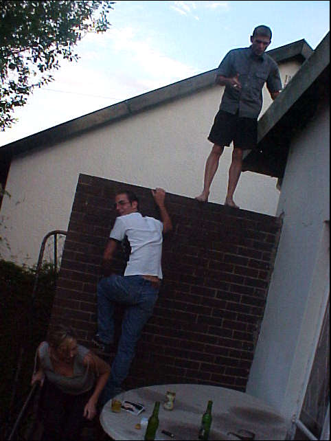 Liat took me along to a party at her friend Donovan, also known from last weeks Christmas lunch at the Greek restaurant. Here Donovan and Nicholas do their twice a week thing: climbing on the roof.