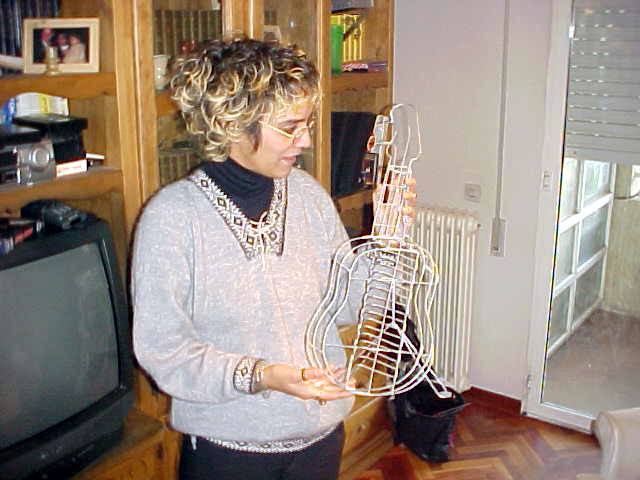 Belen Sagrario with her letmestayforaday-gift that I had taken with me all the way from Liat in Johannesburg, South Africa: a very neat CD rack in the shape of a guitar! Belen was just amazed...
