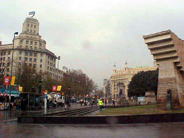 A quick view of one of the corners of the Placa Catalunya, THE place to be and the centre of Barcelona that everybody should know.