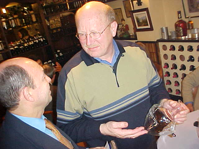 As Harry is a steady customer at the Con Fayos restaurant, owner Michel presented Harry with a pretty unique Christmas gift: a signed wine bowl with Harrys name on it!