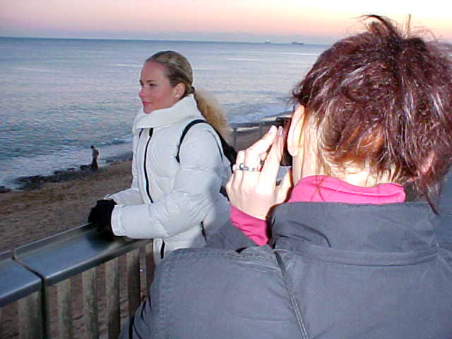 Justine photographs Irena at the beach of Barceloneta.