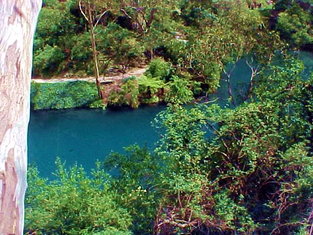 Arriving at the Jenolan Caves, where we immediately noticed the Blue River, full with blue minerals from the caves.
