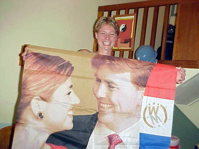 Back home Nan shows here pride: the marriage of the Dutch crown prince Willem Alexander and his Maxima from Argentina.