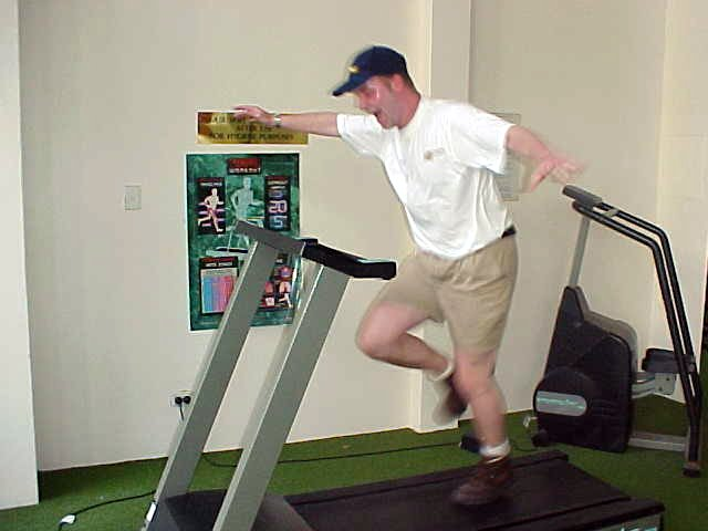 Downstairs in the fitness room I set the speed of this thing way to fast. Do not run 19km an hour!