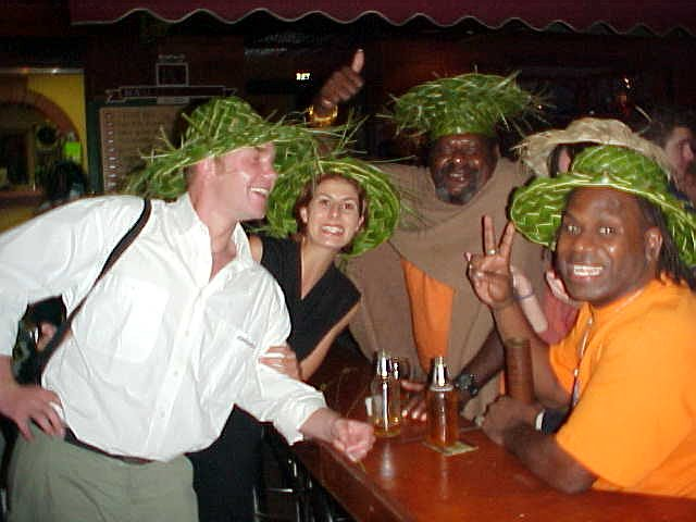 On the road back to the apartment we bumped up on these two funny Papua New Guinea-men who sold these green hats. Liz bought two of them for us and those two men order two more beer with a smile!