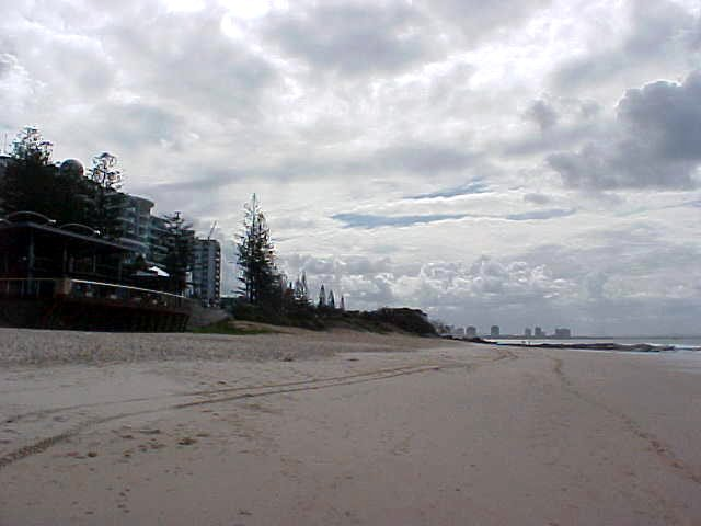 To escape the busy hostel (after 4pm) Ren�e took me to the Mooloolaba beach...