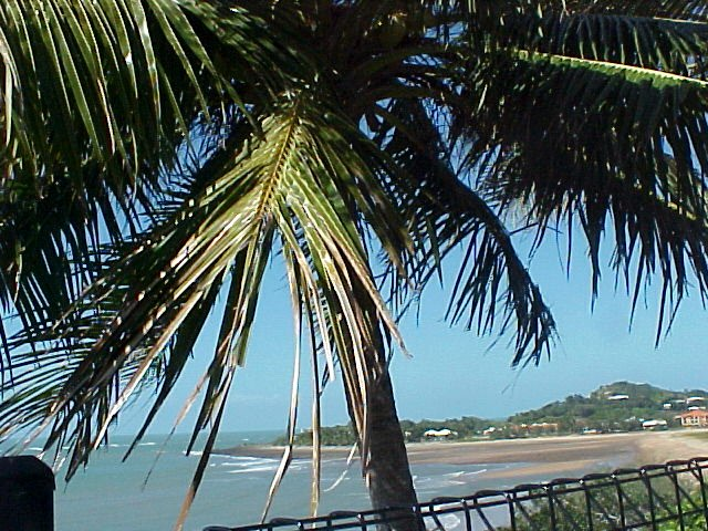 Allan and Joanne Dunn took me out for lunch at a lookout in a northern suburb of Mackay. Lovely weather.