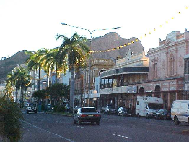 Flinders Street in Townsville. On the background Castle Hill, almost a mountain, just in the middle of the city!