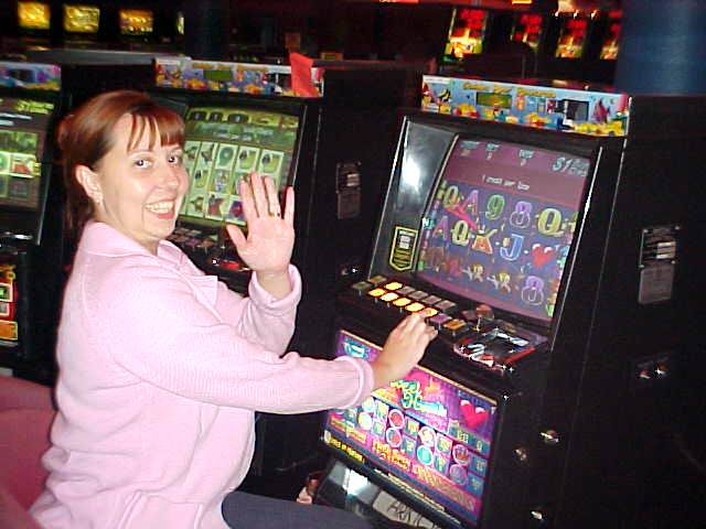 In the evening Darren and Adele took me along to the local RSL (Retired Services League, like a veterans club) where Adele played on the pokies (poke machine)...