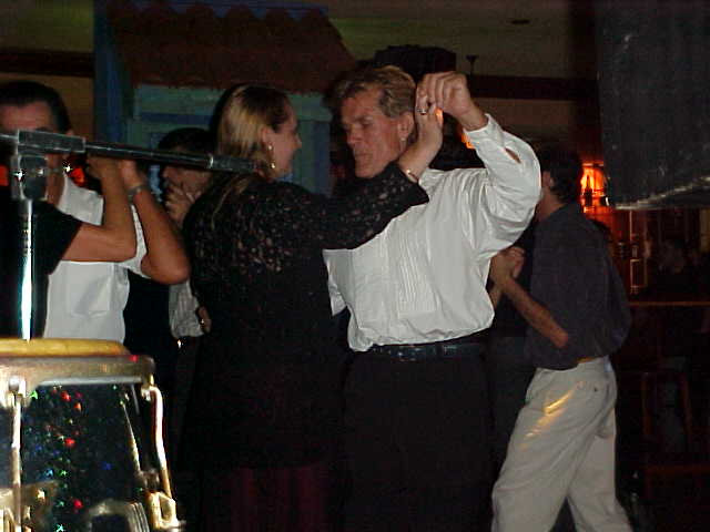 Anne and Jean-Piere are really good salsa dancers... I can only do the hip thing, need to learn the foot thing...