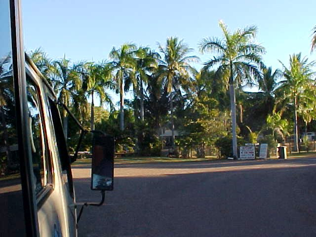 Here we arrive at the tropical-set caravan park in Kununarra.
