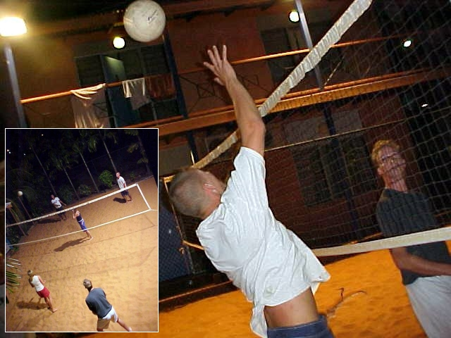 In the evening I watched an exciting match of volleyball on the sandy court next to the kitchen area at the hostel. Thrilling!