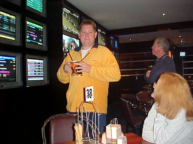 Steven got the drinks, while Tiffanny explained me the scores on the screens. We did not gamble anything or bet on horses, greyhounds or other speedy animals, however we did have dinner here.