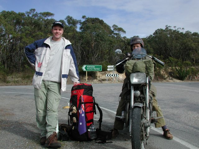 The bus dropped me off a bit too far, so the father of my host in Willunga, Andrew, had to tell his son that I was waiting at another crossing on Willunga Hill.