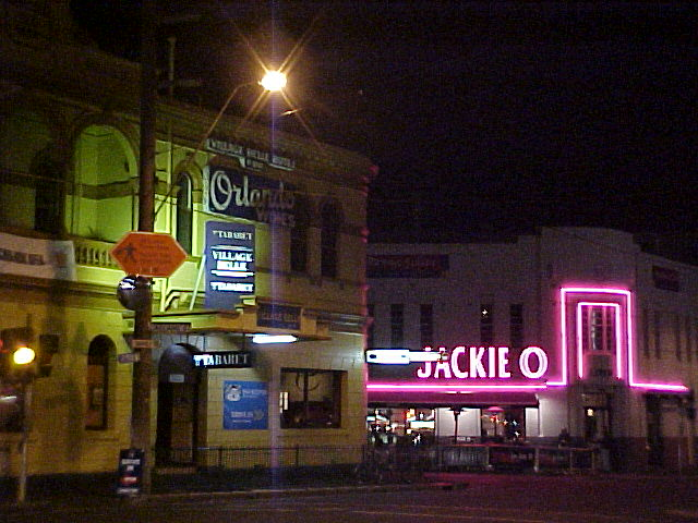 In de evening I had a walk through the thrilling nightlife of St. Kilda. Moving!