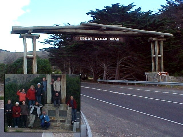 And of course we all had to pose next to the entrance (or exit) of the Great Ocean Road. Tourguide Bruce could not believe it, all tourists are the same, and he shook his head.