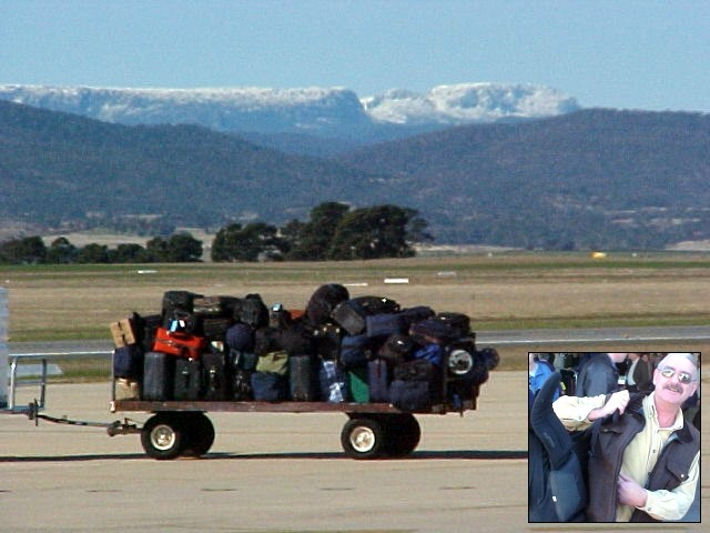 At the airport of Launceston I meet up with my hosts Gail and Philip. While Philip carries my backpack I am amazed by the snowy mountains in the distance.
