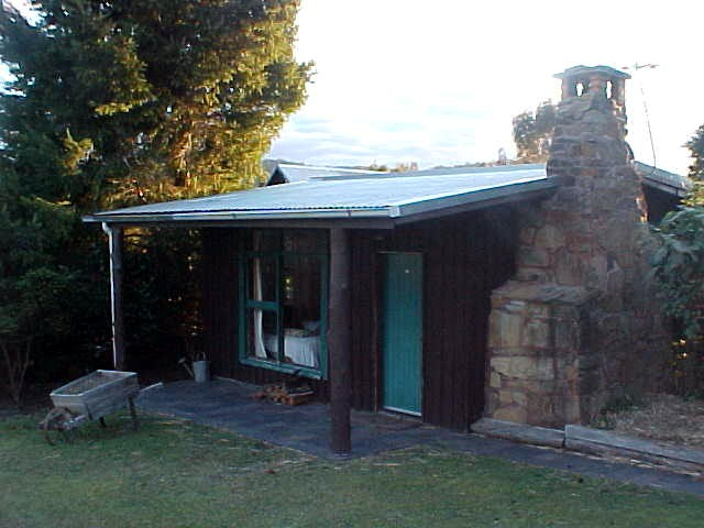 And at the back of the Mt Elephant Pancake Barn there was this little cottage, my own place to sleep for the night. Ooh.