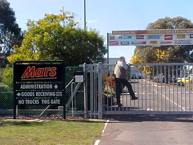 The factory of MARS, for the oceanic market, is located in Ballarat (also called the home of Mars). What about sneaking in here on this quiet Sunday?