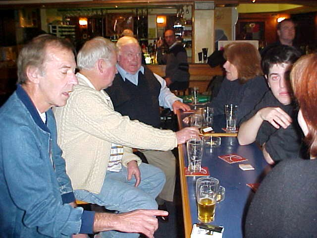 At the pub I met up with the other Pattersons in town. Like Darrens dad at the left.