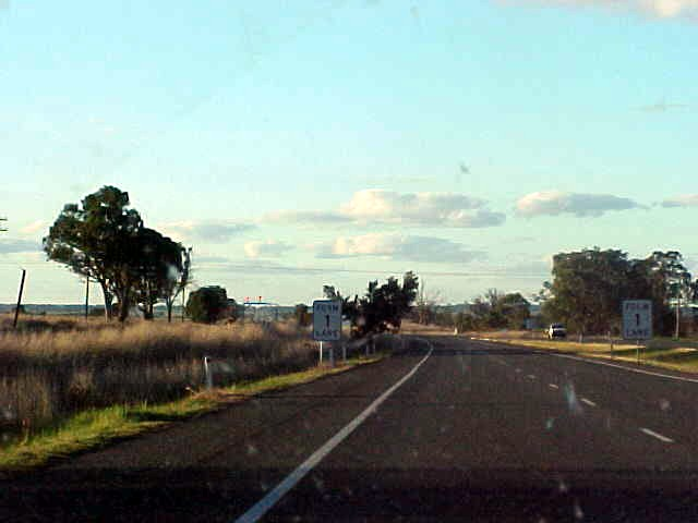 The road from Albury to Wagga Wagga was long and after all the other rides from the towns to towns in the last week, I almost see no differences anymore. There is just a whole lot of nothing in between every town.
