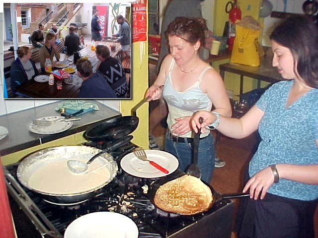 I arrived at the Glebe Village Backpackers hostel very late last night. So around noon I could join in their free-for-all-guests pancake lunch, cooked by some permanent residents of the place.