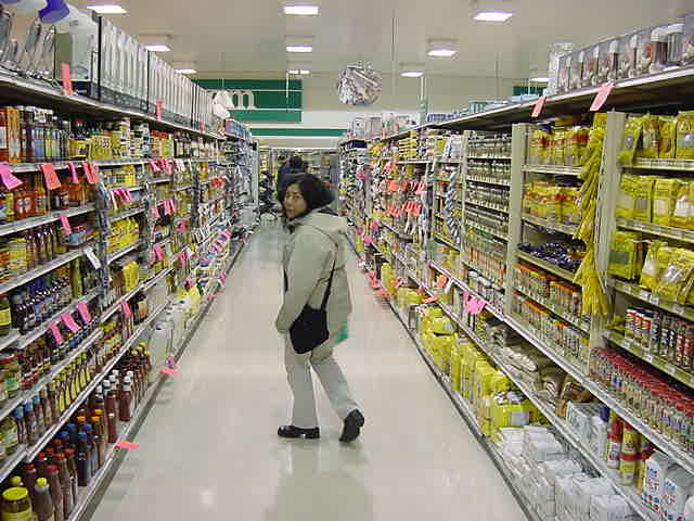 It was 1.30 in the morning and I joined Gail to the supermarket. I have never been to a supermarket that is open 24 hours per day... What can you buy with eyes half closed, anyway?