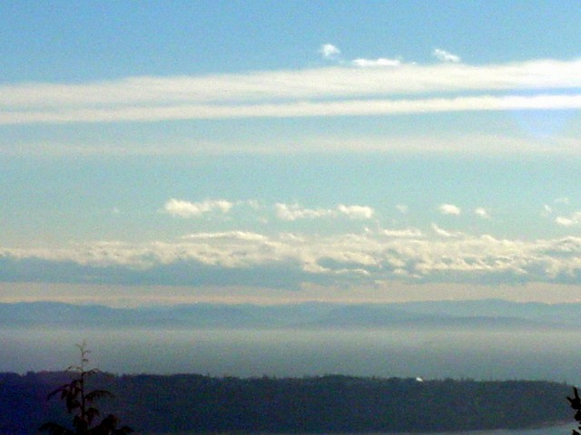 But looking at the other side, over the sea, you can clearly see the edges of the Gulf Islands at the horizon.