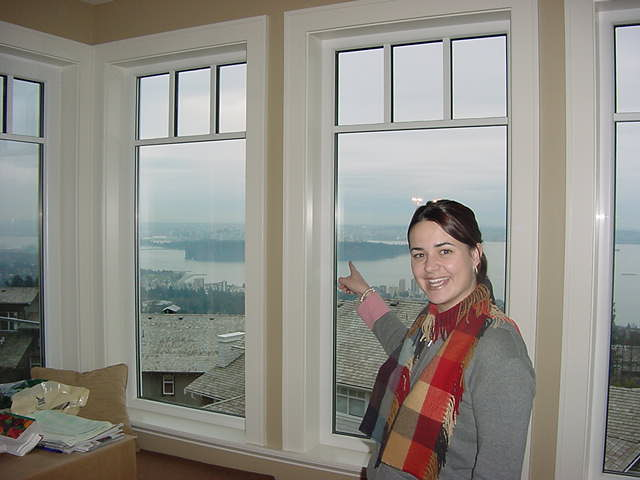 But Fiona had to help her parents move to their new house in West Vancouver, on the side of Cypress mountain. And there the view onto the city is quite different than in Yaletown!